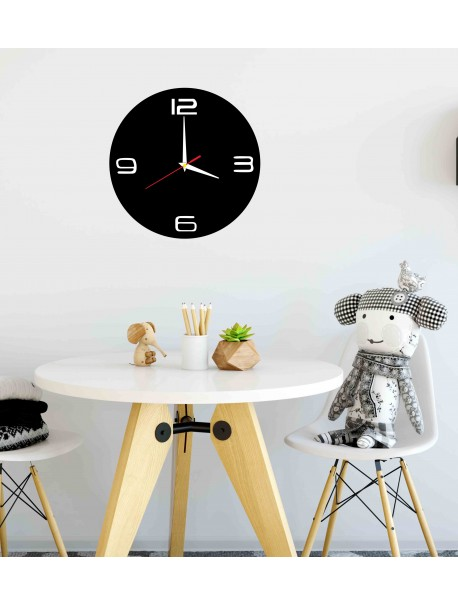 Moderné hodiny na stenu vyrobené z plastu. Vlastná výroba, X-momo