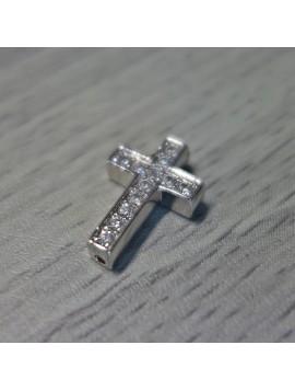 Kovový krížik so zirkónmi - strieborný