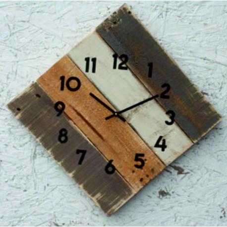 Drevené hodiny elegantné na chalupu.