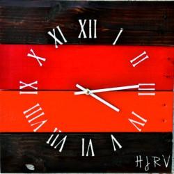 Drevené hodiny čas v červenej oáze REED