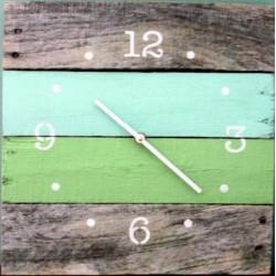 Drevené hodiny oáza pokoja vo farbách na chatu HOGOFOGO