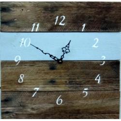 Drevené hodiny na stenu prichádza leto .