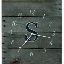 Drevené hodiny z mohutného dreva Simonka .