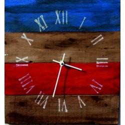 Hodiny z dreva červená a modrá je dobrá .